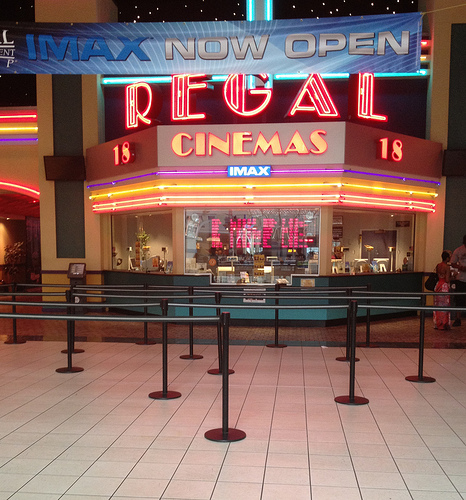 new closed captioning glasses for the deaf in regal cinemas